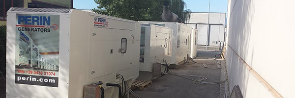 Fabbrica alimentata 24/24 h da generatori in parallelo PERINGENERATORS