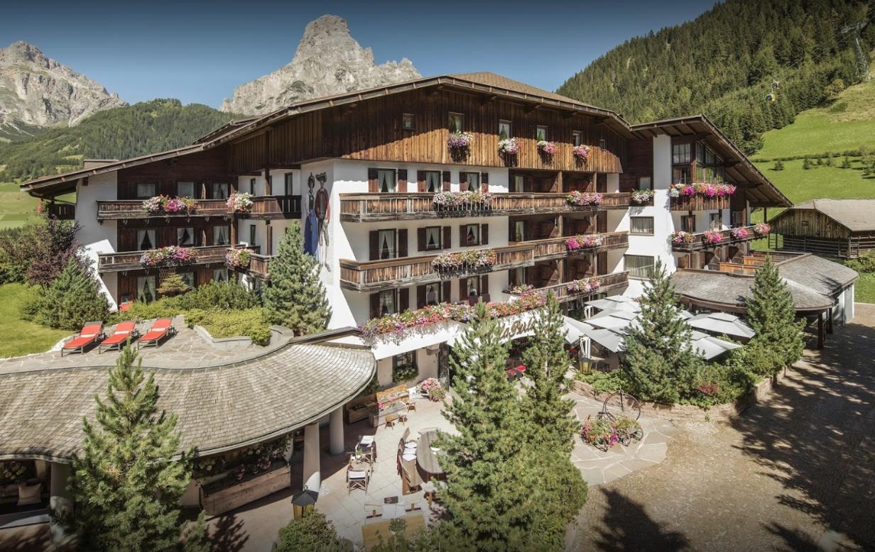 L hotel a 5 stelle la perla sceglie peringenerators blog - Hotel corvara con piscina ...