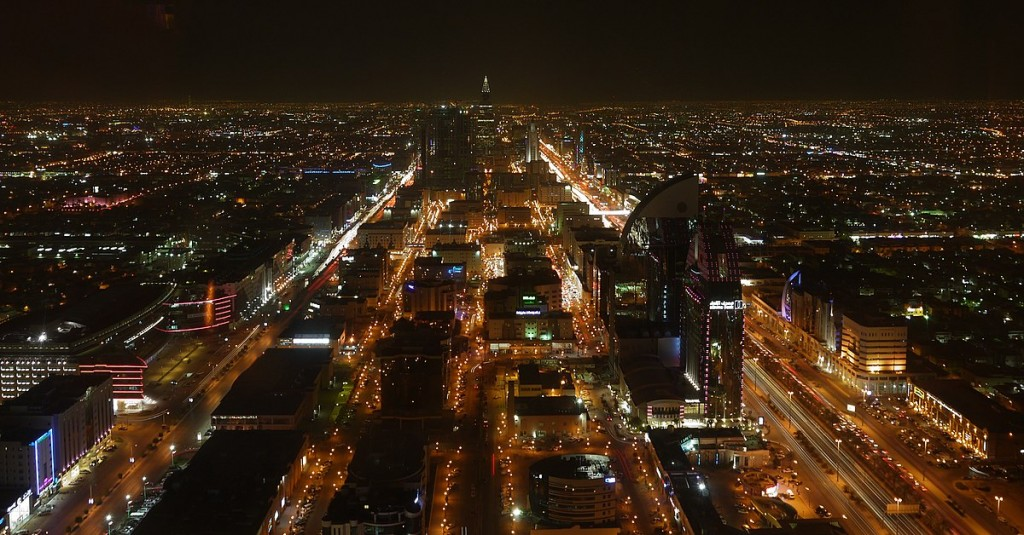 1200px-Night_view_of_City_Riyadh_from_Hauptstadt_Saudi_Arabiens_-_panoramio