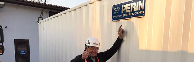 Un cliente soddisfatto riceve un nuovo generatore di PERINGENERATORS
